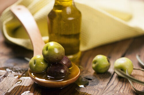 """Olive oil """"width ="""" 500 """"height ="""" 333 """" data-recalc-dims="""