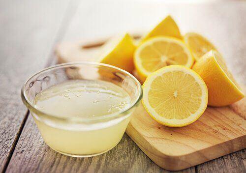 "Lemon juice ""width ="" 500 ""height ="" 352 "" data-recalc-dims="