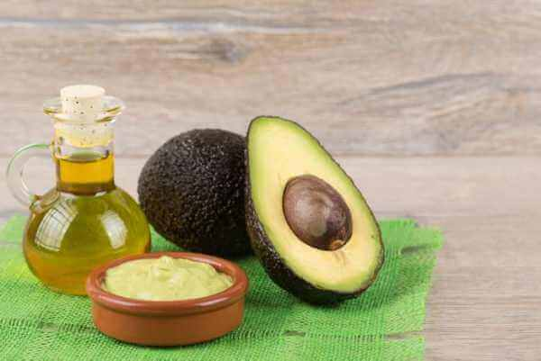 Treatment with avocado kernel, oats and almond oil