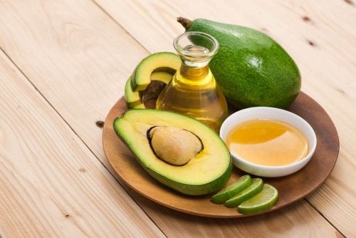 cream of avocado and honey to moisturize dry heels