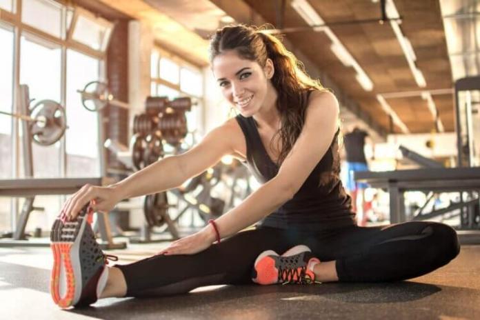 faire des étirements dynamiques en début de séance pour un meilleur rendement en salle de sport