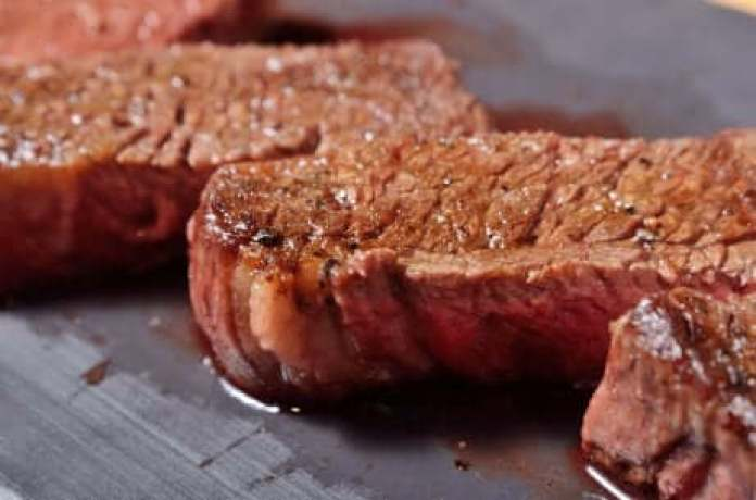 De la viande rouge à la plancha.