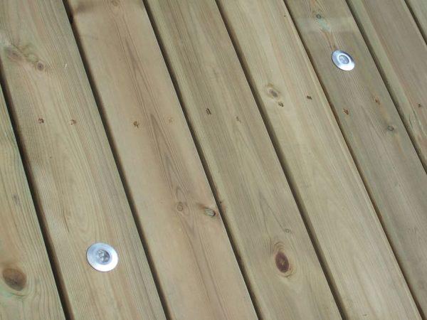 entretien des lames de terrasse en pin neuves