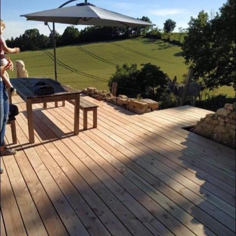 terrasse douglas, un bois local avec des noeuds