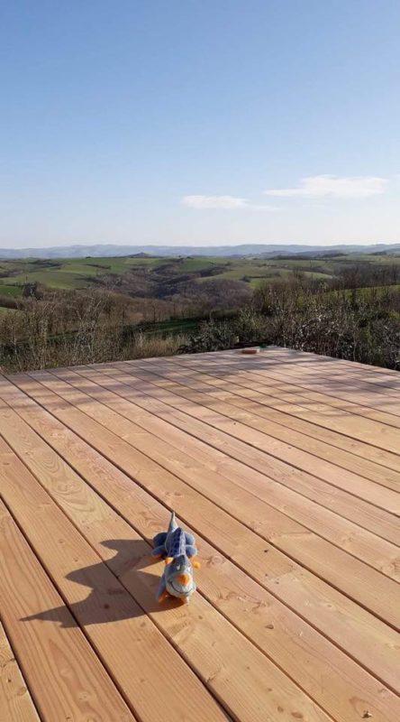 lames de bois douglas sur une terrasse