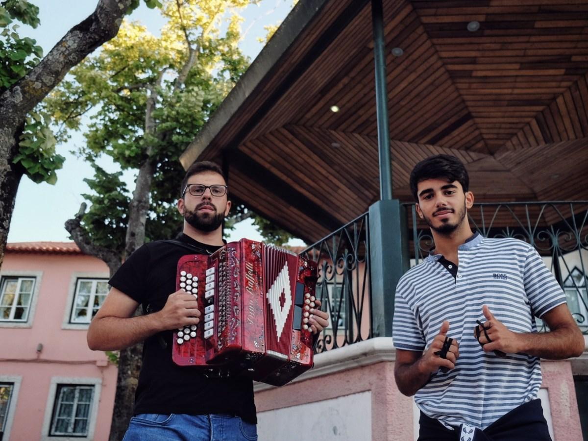 Largo de Carnide, Nuno Rodrigues e Pedro Peseiro tocam concertina
