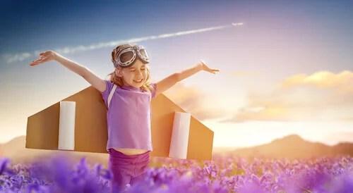 Criança brincando de voar
