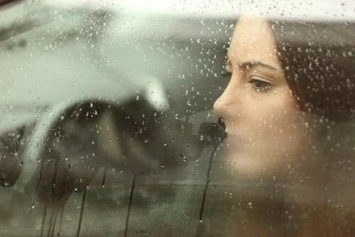 mulher-enfrentando-decepção
