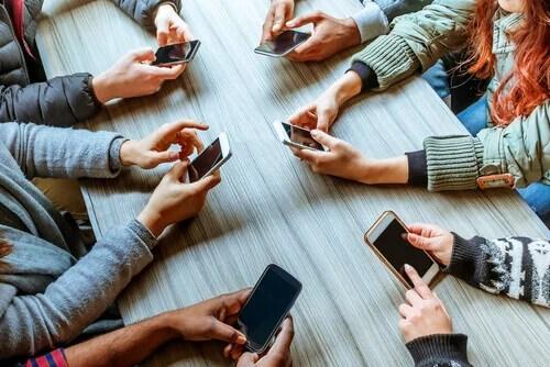 Phubbing: como o celular destrói os relacionamentos