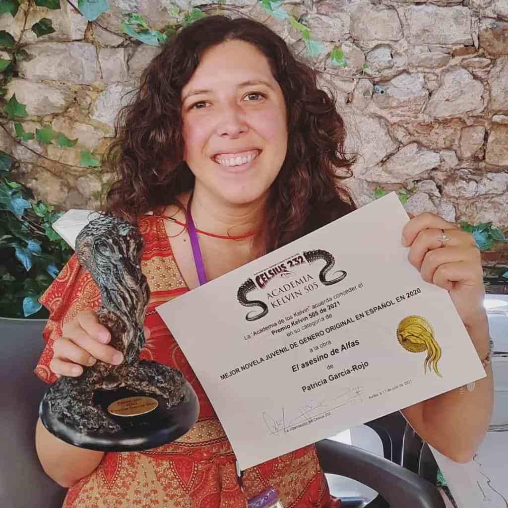 Patricia García-Rojo con su premio Kelvin 505 en el Festival Celsius