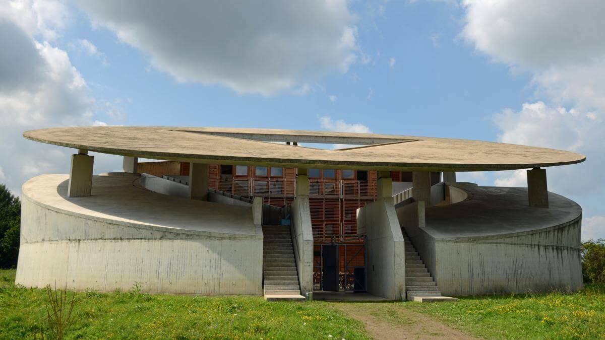 Hombroich im Rheinland: Eine Insel lockt Kunst-Fans aus aller Welt, AMER EXPERIENCE
