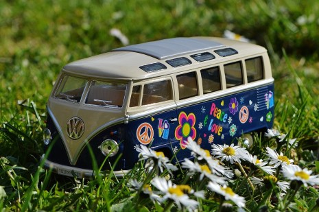 vw-bulli-meadow-peace-163836 (1)