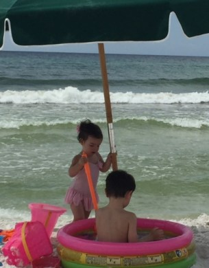 beach pic of kids