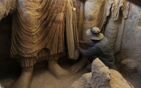 Thumbnail image for Saving Buddhist statues: Afghanistan's big dig