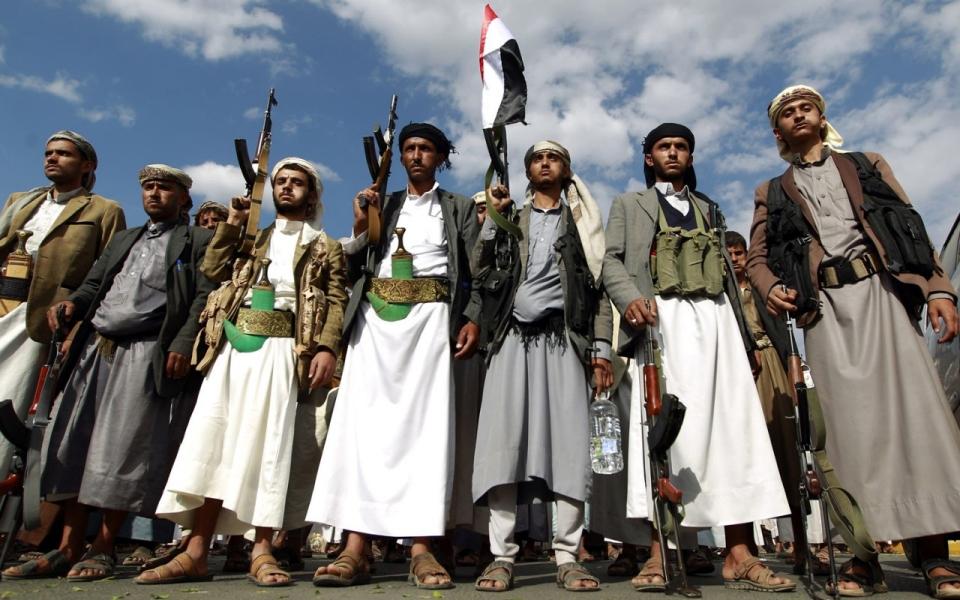 https://i2.wp.com/america.aljazeera.com/content/ajam/articles/2015/9/7/saudi-arabia-new-front-yemen/jcr:content/mainpar/adaptiveimage/src.adapt.960.high.yemen_houthis.1441410817369.jpg