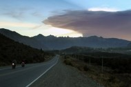View of the road to San Carlos de Bariloche, province of Rio Negro, 1570 km southwest of Buenos Aires, with a menacing ashes cloud from the Calbuco volcano in neighbouring Chile, on April 22, 2015. Chile's Calbuco volcano erupted on Wednesday, spewing a giant funnel of ash high into the sky near the southern port city of Puerto Montt and triggering a red alert. Authorities ordered an evacuation for a 10-kilometer (six-mile) radius around the volcano, which is the second in southern Chile to have a substantial eruption since March 3, when the Villarrica volcano emitted a brief but fiery burst of ash and lava. AFP PHOTO/FRANCISCO RAMOS MEJIA