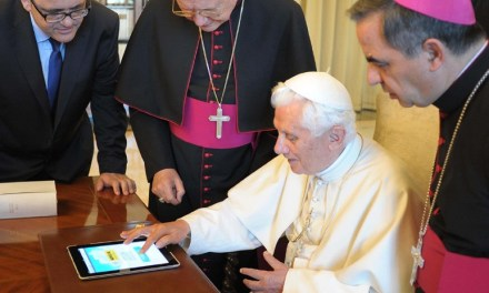 VATICANO + APPLE