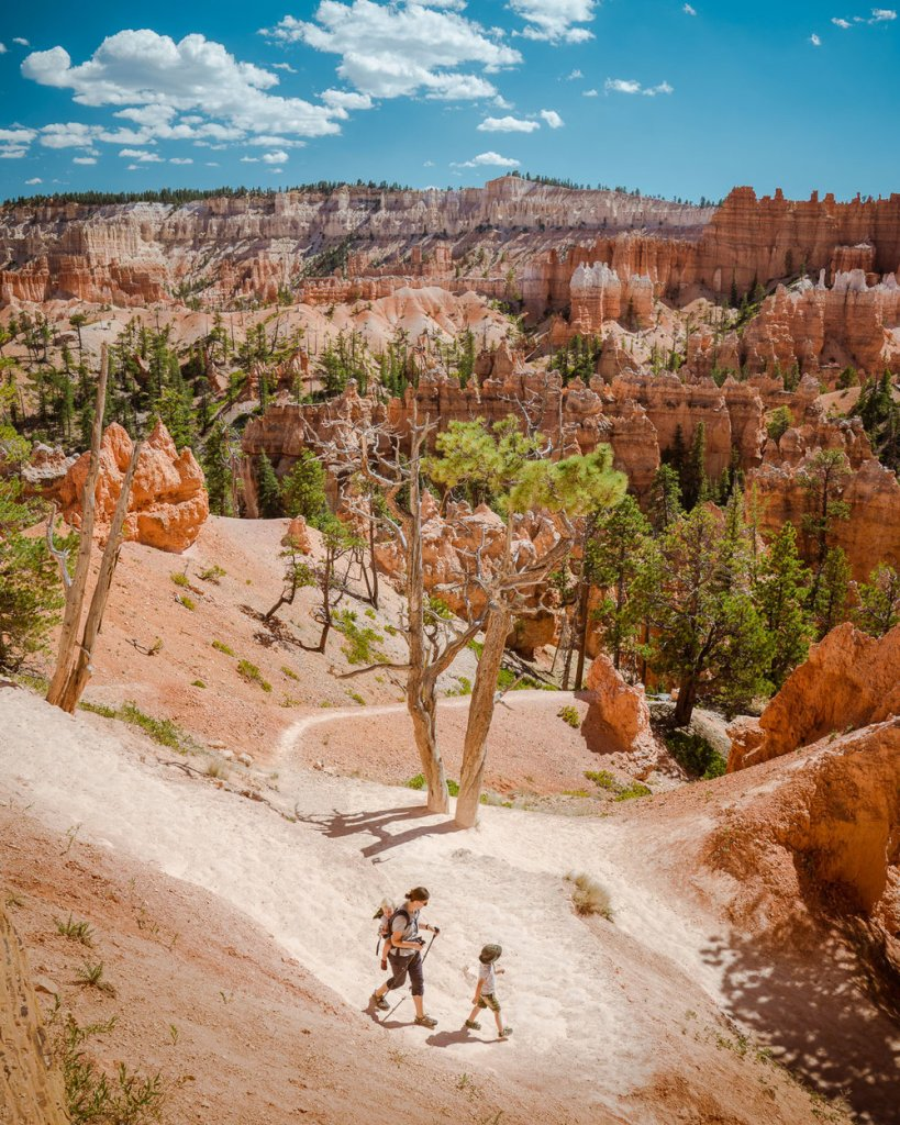 family hiking in bryce canyon national park
