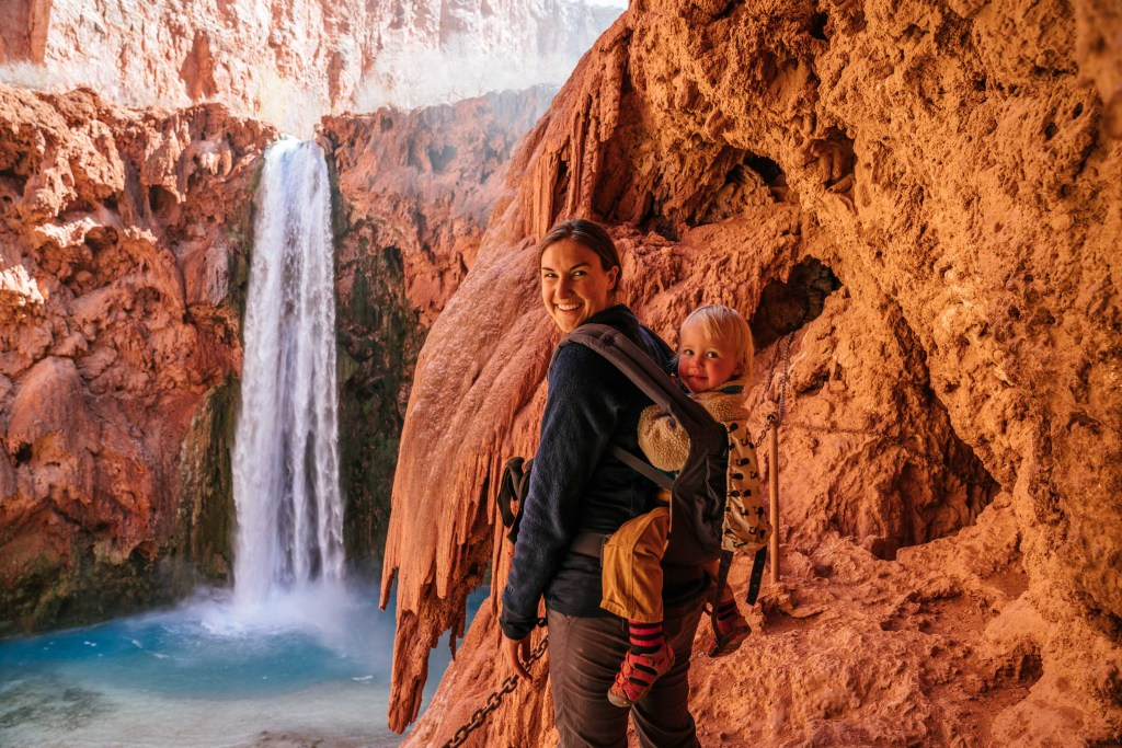 hiking moody falls in havasupai with kids