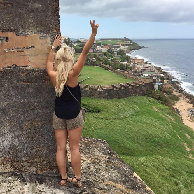 san-juan-puerto-rico-blond-girl-peace-sign