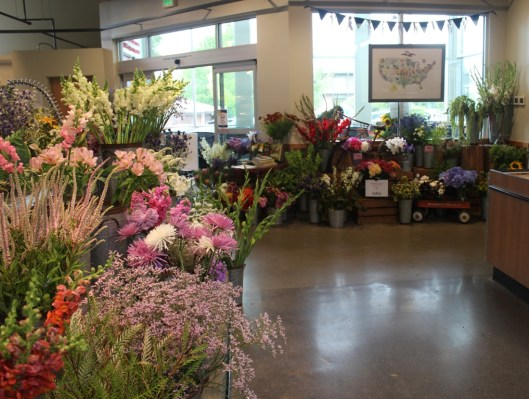Town & Country on Bainbridge Island created a patriotic American Flowers Week display.