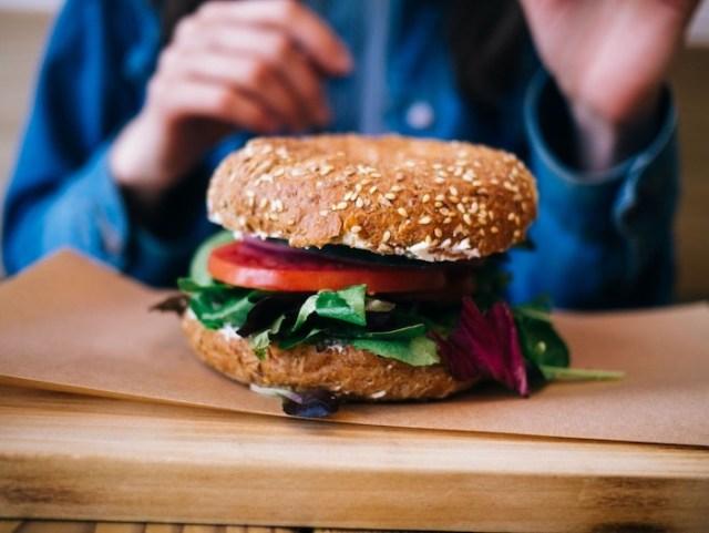 Por qué comer granos enteros puede salvar tu corazón
