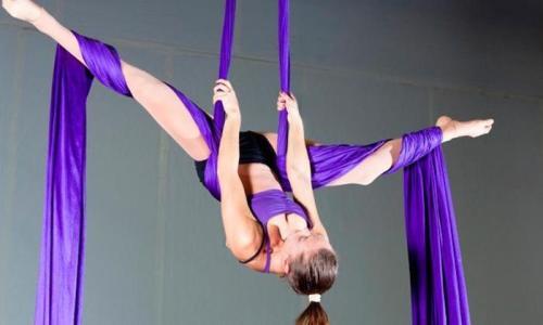 Danza aérea: la disciplina para quemar más de 500 calorías y fortalecer abdomen y piernas