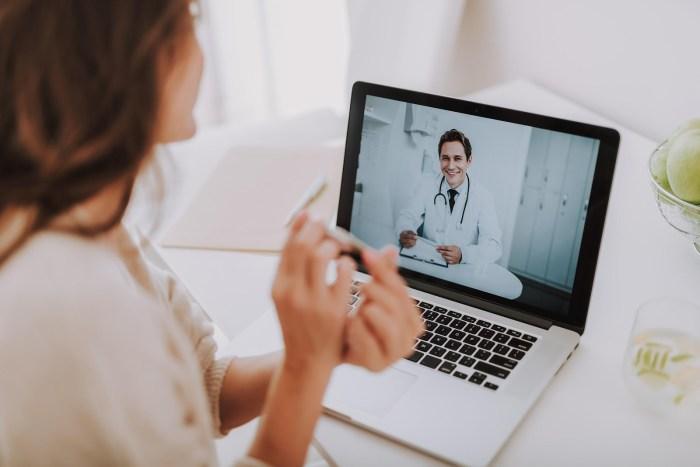 Cómo saber si tienes COVID-19 y dónde recibir orientación médica sin salir de casa
