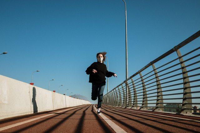 ¿Correr con cubrebocas? 5 consejos para runners en su regreso al entrenamiento