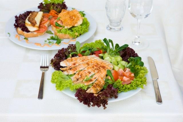 carne y ensalada para bajar de peso
