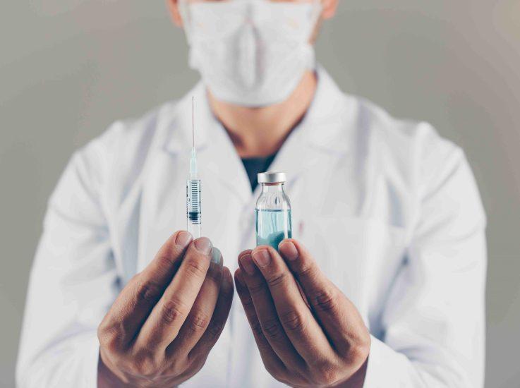 Slim y Astra Zeneca financiarán 250 millones de vacunas contra Covid de Oxford