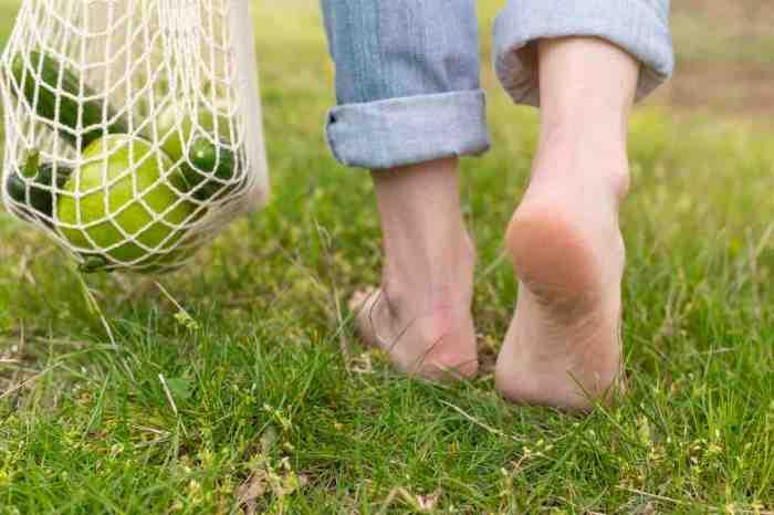 beneficios caminar descalzo
