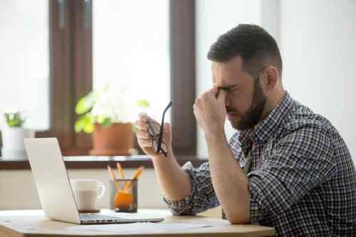 5 Maneras en las que ver la pantalla todo el día afecta tus ojos