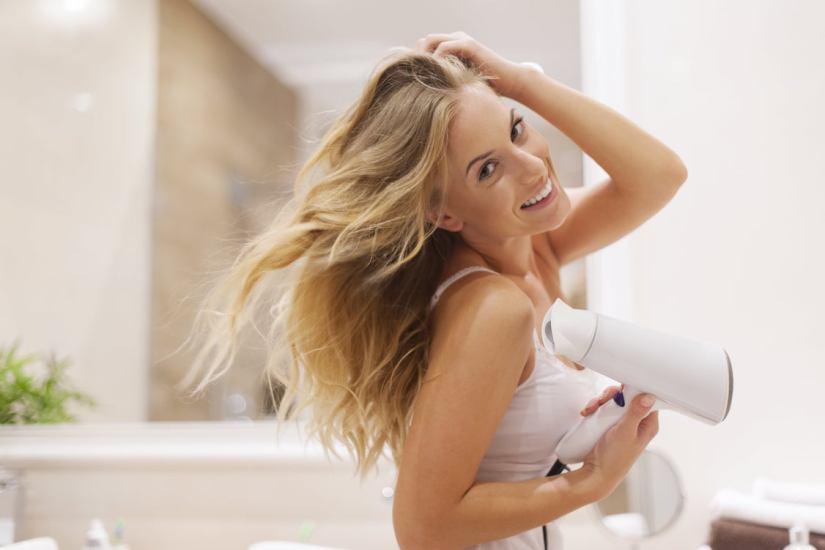 9 Malos hábitos que debilitan tu cabello y debes evitar
