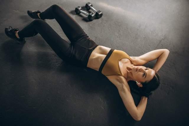 Ejercicios alternativos para marcar tu abdomen al incrementar la resistencia