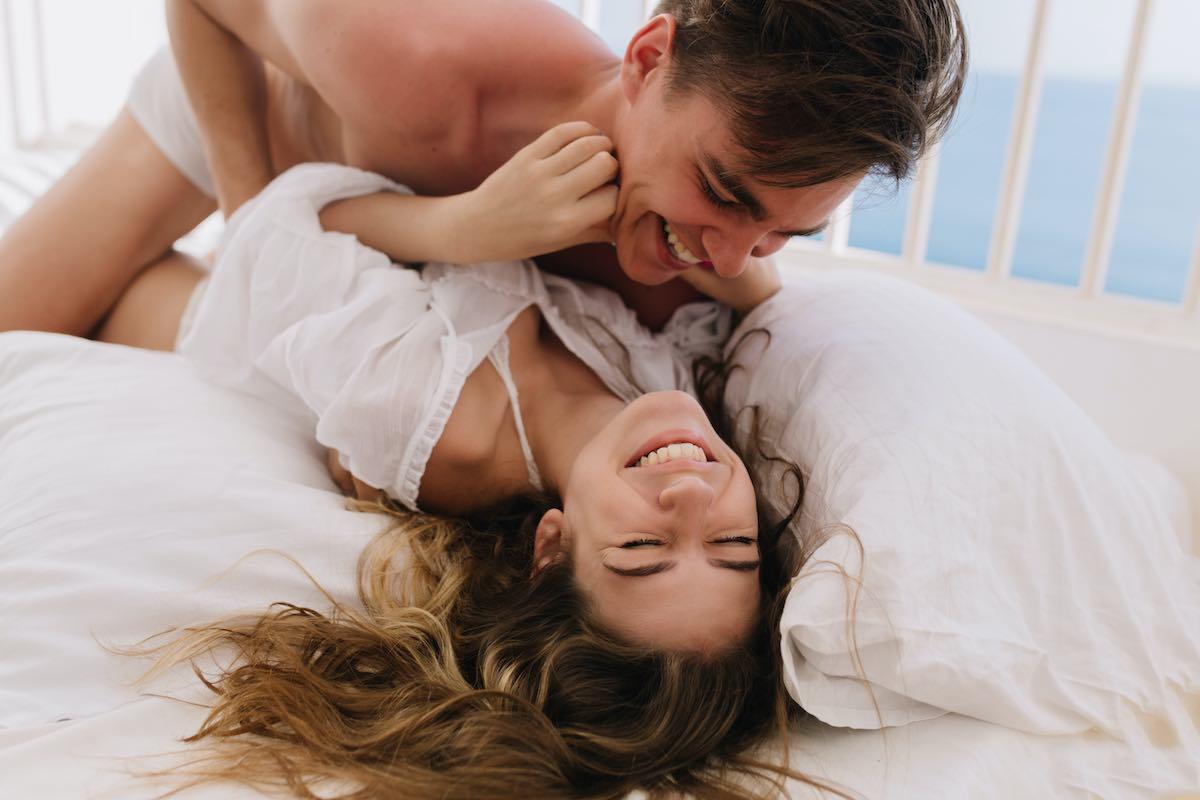 Preliminares: 9 Ideas de juego previo para excitar a tu pareja y llegar al orgasmo