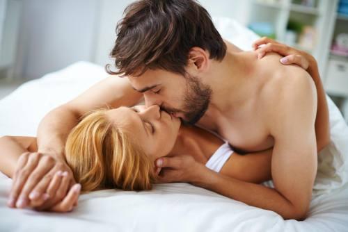 3 Posiciones sexuales para evitar el dolor de espalda, según expertos