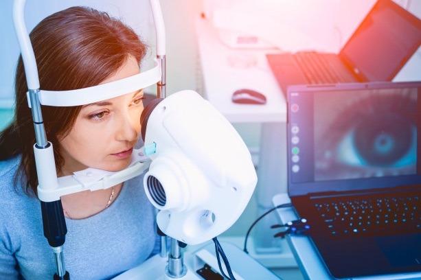 La revisión periódica es muy importante para cuidar tus ojos, pues así evitarás consecuencias graves y podrás mantener tu vista saludable.