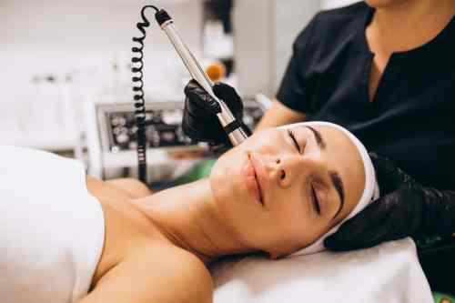 Cómo la microdermoabrasión rejuvenece y mejora el aspecto de tu piel