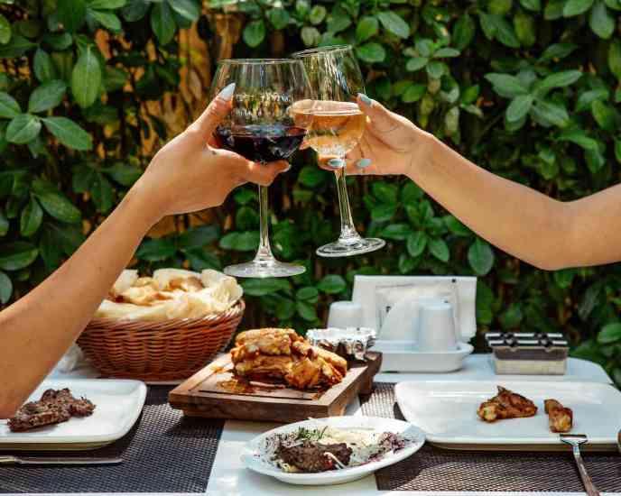 5 Tipos de vino de mesa más saludables para que brindes sin preocupaciones