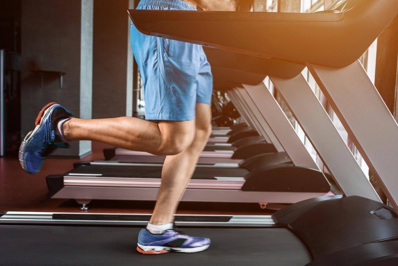 Porqué usar los zapatos deportivos adecuados mejora tu rendimiento