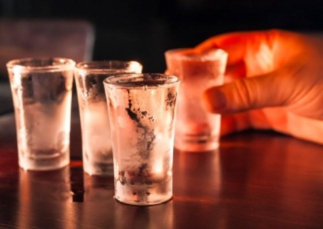 El vodka es de las mejores bebidas alcohólicas que puedes tomar, si no quieres incluir carbohidratos en tu dieta