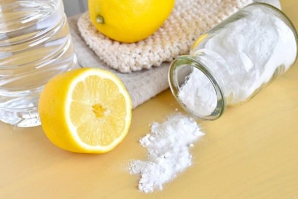 El bicarbonato de sodio es un producto químico con apariencia de polvo blanco soluble en agua, no es tóxico y es muy útil.