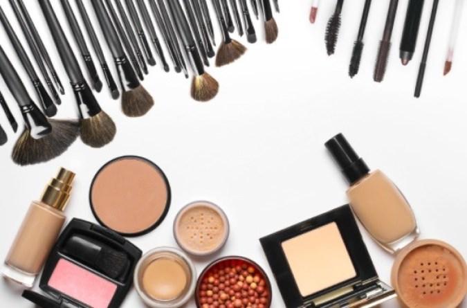 Los dermatólogos han analizado diferentes tipos de maquillaje hipoalergénico y han encontrado los más amables con la piel sensible.