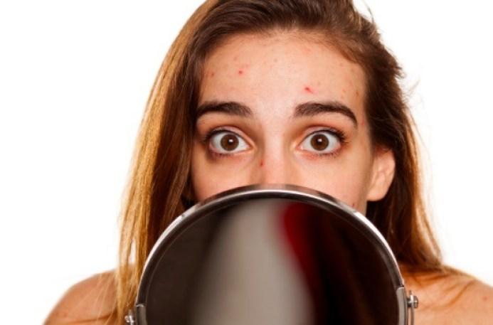 Un maquillaje hipoalergénico eficiente debe estar libre de fragancias sintéticas, parabenos, aceite esenciales y alfa hidroxiácidos