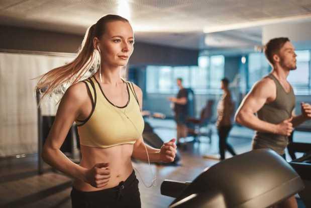 Hacer ejercicio tiene múltiples beneficios para la salud física y mental, por lo que es una actividad primordial en el autocuidado.