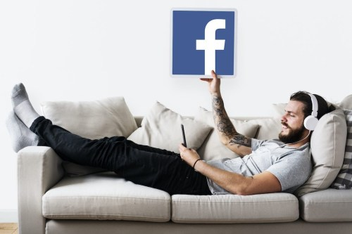 Facebook lanza podcasts y salas de audio en vivo para no profesionales