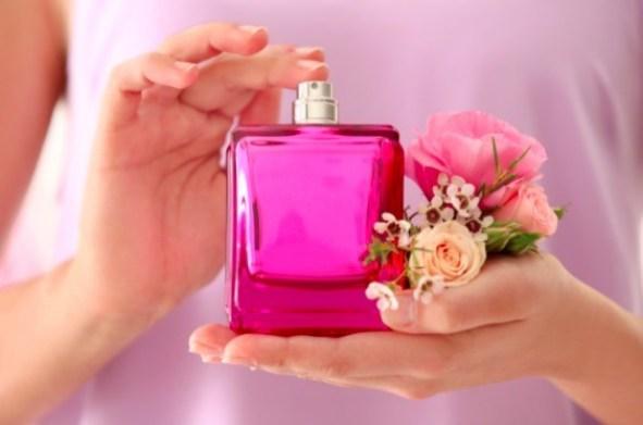 Empodera a tu mamá, regalándole un perfume que huela delicioso este día de las madres.