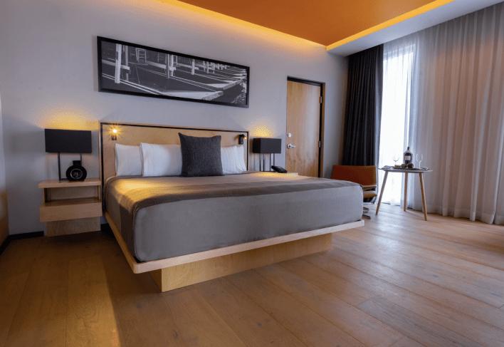 Pensando en el viajero de negocios, el hotel Galería Plaza San Jerónimo cuenta con un piso ejecutivo, que atrae al turismo de congresos y reuniones.