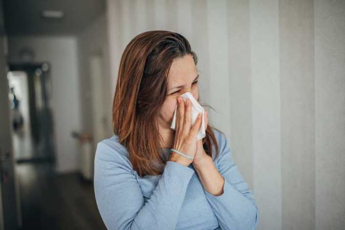 A diferencia del SARS-CoV-2, los principales síntomas que pueden destapar a la variante Delta se asemejan a un catarro común.